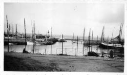ILE DE GROIX LE PORT  BATEAUX DE PECHE  PHOTO ORIGINALE 1934 FORMAT 11 X 7 CM - Plaatsen