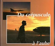 Crépuscule à L'aube, Armée De L'air, Maintenance, école, Photos Différents Types D'avions Militaires, ,250 Pages, An2000 - Books