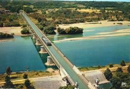 Briare Péniche Sur Le Pont-Canal Sur La Loire - Briare