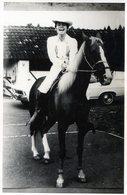 POSTCARD. POSTAL. CARTE POSTALE. PHOTO. MAN RIDING. HORSE. ELEGANT MAN. - NTVG - Fotografía