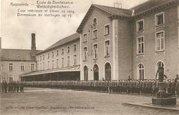 Ruysselede / Ruiselede : Weldadigheidschool ---- Binnenkoer En Leerlingen Op Rij - Ruiselede