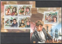 TG811 2012 TOGO TOGOLAISE SPORT GAMES CHESS LES JEUNES JOUEURS D'ECHECS CARLSEN 1KB+1BL MNH - Chess