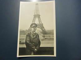 Carte Postale Hitler Devant La Tour Eiffel - Personen