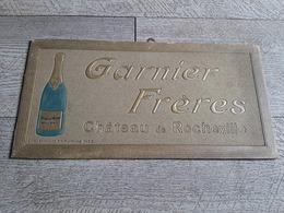 Carton Publicitaire Vin  Garnier Frères Chateau De Rocheville Bistrot Publicité - Pappschilder