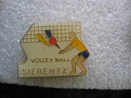 Pin's Du Club De Volley Ball De La Ville De SIERENTZ (Dépt 68) - Voleibol