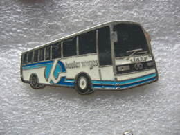 Pin's Autobus, Bus De Tourisme De La STAHV ( Société De Transports Automobiles Des Hautes Vosges) - Transportation