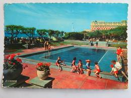 Carte Postale : 64 BIARRITZ : Le Bassin D'Enfants De La Grande Plage, Animé En Gros Plan, Timbre En 1955 - Biarritz