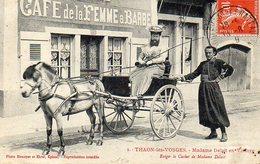 THAON LES VOSGES  - MADAME DELAIT EN VOITURE - Thaon Les Vosges