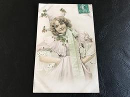 218 - Demoiselle Avec Robe Voile Fleuri - Silueta
