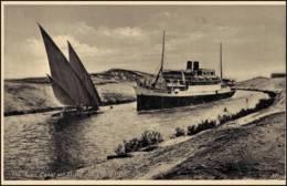 CPA Bateau  Sur Le Canal De SUEZ - Paquebots