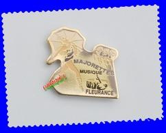 Pin's Majorettes De FLEURANCE, GERS - Pin