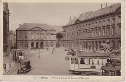 57 - METZ - PLACE D'ARMES ET CAISSE D'EPARGNE - BEAU PLAN SUR LES TRAMWAYS - Metz