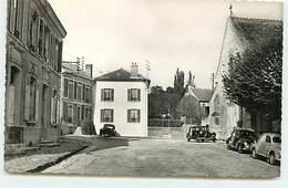 CRESPIERES - Place De L'Eglise - Traction Citroën - Autres Communes