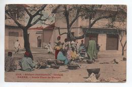 DAKAR (SENEGAL) - SUR LA PLACE DU MARCHE - Sénégal