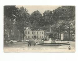 03 - - VICHY , La Place De L'Hôtel-de-Ville - Vichy