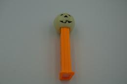Vintage PEZ DISPENSER : POLLY PUMPKIN TYPE C RARE GLOW IN THE DARK - Halloween - 1980 - Us Patent Austria Made L=11cm - Figuren