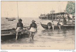 CE23 -  ARCACHON  -  ARRIVAGES D ' HUITRES  -  LES PARQUEUSES  -  EMBARCADERE  -   2 SCANS - Arcachon