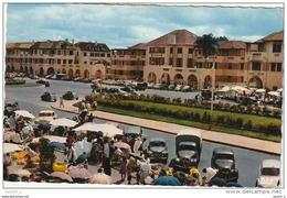"""CE6  -  MADAGASCAR   -   TANANARIVE  -   AVENUE DE LA LIBERATION , UN JOUR DE """"ZOMA""""  -   MARCHE  -  ETALS  -  2 SCANS - Madagascar"""