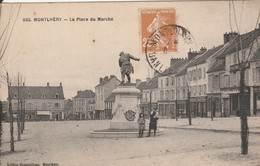 MONTLHERY  La Place Du Marché - Montlhery