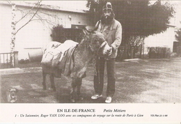 Roger VAN LOO Avec Son ANE Sur La Route De Paris à Gien  . Photo Bernard VIAUD 1989 AVEC SIGNATURE VERSO . - Anes
