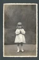 Adorable Petite Fille En Prière Robe Dentelle Et Diadème Avec Son Collier De Perles  PHOTO Carte MARRAIS De LOMME - Personnes Anonymes