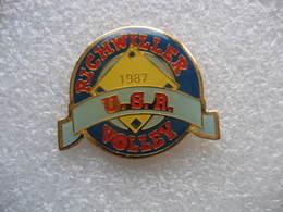 Pin's USR (Union Sportive De Richwiller), Club De Volley Ball 1987 - Voleibol