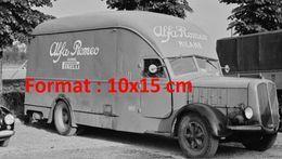 Reproduction D'une Photographie D'une Camionnette Alfa Romeo Milano Gomme Pirelli - Repro's