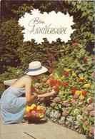 *CPM - Bon Anniversaire  -  Carte Double -  Jeune Femme En Train De Jardiner - Compleanni