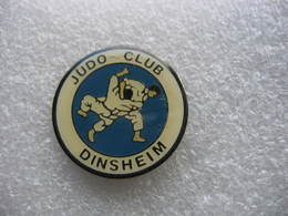 Pin's Du Judo Club De DINSHEIM (Dépt 67) - Judo