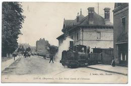 LAVAL ( 53 - Mayenne ) Les Deux Gares Et L'Avenue ( Rue Animée , Personnes , Train ) - Carte Colorisée - TTB Etat - Laval