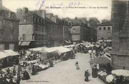 QUIMPER  La Place St Corentin Un Jour De Marché RV - Quimper