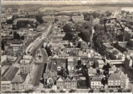 CP 02 Aisne - GUISE, Place Camille Desmoulins, Vues Aérienne, Cp N° C 21 (cachet Poste Courses Hippiques) - Guise
