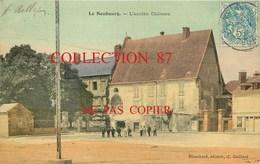 27 ☺♦♦ LE NEUBOURG - BELLE CARTE COULEUR ANIMÉE De 1907 Devant L'ANCIEN CHATEAU - Le Neubourg