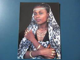 Carte Postale Mayotte Jeune Femme Aux Bijoux - Postcards