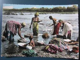 Carte Postale Afrique Lessive Au Bord Du Fleuve - Cartes Postales