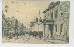 REIMS - Rue Gambetta Un Jour De Marché - Reims