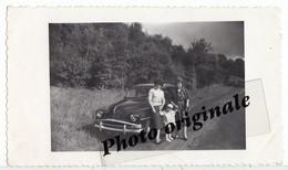 Photo Originale - Autos Voitures Automobiles Cars - SIMCA Aronde En 1960 - Femmes Et Enfant - Automobiles