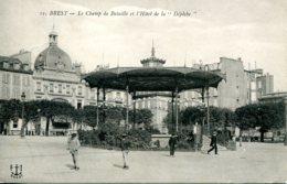 """CPA - BREST - CHAMP DE BATAILLE ET HOTEL DE LA """"DEPECHE""""(ETAT PARFAIT) - Brest"""