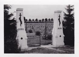 PHOTO ORIGINALE 39 / 45 WW2 WEHRMACHT FRANCE AMBLENY VUE SUR LE CIMETIÈRE MILITAIRE DE BOIS ROBERT - Guerra, Militares