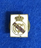 ANTIQUE ENAMEL PIN / BADGE SOCCER / CALCIO SPAIN REAL MADRID SQUARE SHAPE - Football