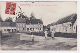 27 HEUBECOURT Cour De Ferme Et Maison D'habitation ,pompe à Eau Dans La Cour - France