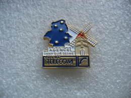 Pin's Moulin à Vent. Agence France Telecom De La Ville De IVRY Sur SEINE (Dépt 94) - Telecom De Francia