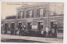 61 SAINTE GAUBURGE La Gare ,chef De Gare Avec Voyageurs Sur Le Quai - Autres Communes