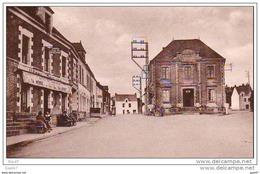 """Cpa  (   Dep 44 )    à  ST- GILDAS Des BOIS  """"""""  La Mairie Et La Place De L'église ) - France"""