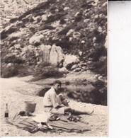 MAJORQUE  1930  TORRENTE DE PAREYS Voyageur Au Repos  Photo Amateur Format Environ 6,5 Cm X 5,5 Cm - Lieux