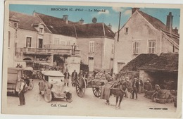 Brochon  21  Colorisée _Le Marché Et La Place Tres Tres Animée-Attelage Charette Et Voiture Au Fond Café - France