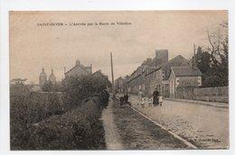 - CPA SAINT-SEVER (Noues De Sienne / 14) - L'Arrivée Par La Route De Villedieu (avec Personnages) - Edition H. Ermice - - Francia