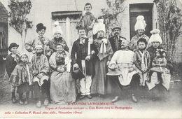 Types Et Costumes Anciens, La Normandie: Une Noce Chez Le Photographe - Collection F. Bunel, Carte N° 2260 - Costumi