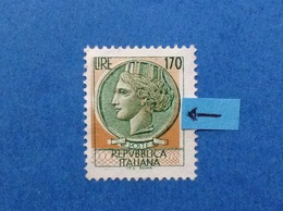 1977 ITALIA FRANCOBOLLO USATO STAMP USED SIRACUSANA 170 LIRE VARIETA' COLORE SPOSTATO - Variedades Y Curiosidades