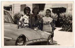 Photo Originale - Autos Voitures Automobiles Cars - SIMCA Aronde P60 - 3 Jeunes Femmes - Automobiles